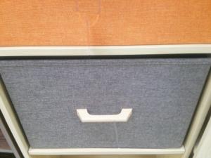 カラーボックスの扉をマグネットキャッチや代用品で留める方法